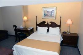 70144_006_Guestroom