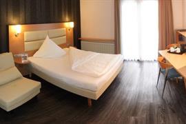 95416_006_Guestroom