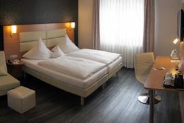 95417_002_Guestroom