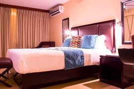 75303_004_Guestroom