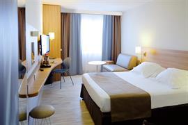 93604_002_Guestroom