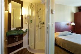 93604_006_Guestroom