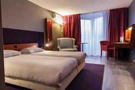 92733_002_Guestroom