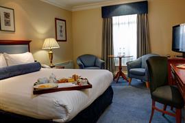 manor-hotel-meriden-bedrooms-06-83947
