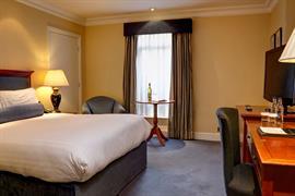 manor-hotel-meriden-bedrooms-07-83947