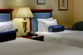 manor-hotel-meriden-bedrooms-09-83947
