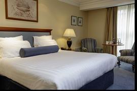 manor-hotel-meriden-bedrooms-14-83947
