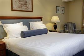 manor-hotel-meriden-bedrooms-15-83947
