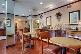 10368_003_Restaurant