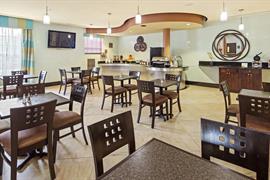 10365_004_Restaurant