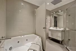 97270_006_Guestroom