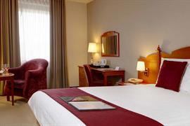 cedar-court-hotel-leeds-bradford-bedrooms-27-83949
