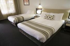 90976_005_Guestroom