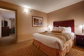 61005_002_Guestroom