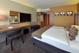 95173_005_Guestroom