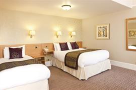 dover-marina-hotel-bedrooms-05-83926