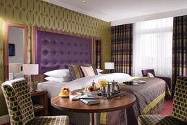 84082_000_Guestroom