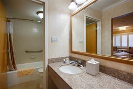 05244_005_Guestroom