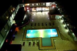 75407_002_Pool
