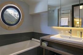 93835_003_Guestroom
