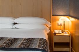 98311_004_Guestroom