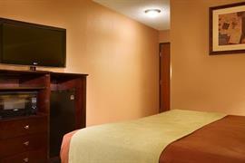 39090_006_Guestroom