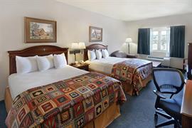 44516_005_Guestroom
