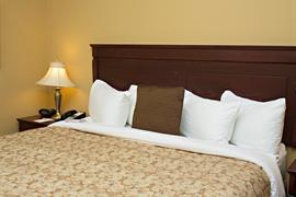 64011_005_Guestroom