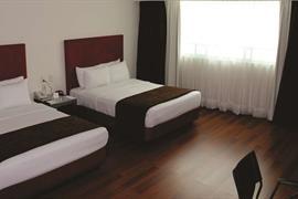 70255_004_Guestroom