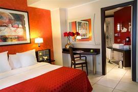 95442_006_Guestroom