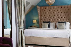 henley-hotel-bedrooms-65-83904