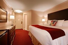 48090_005_Guestroom