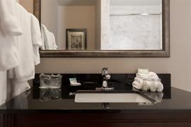 48090_007_Guestroom