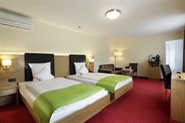 94208_005_Guestroom