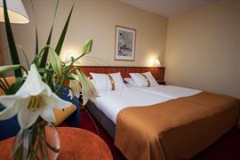 95444_001_Guestroom