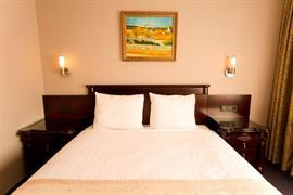 92703_005_Guestroom