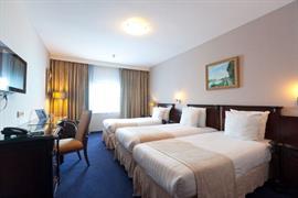 92703_006_Guestroom