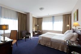 92703_007_Guestroom