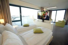 95447_002_Guestroom