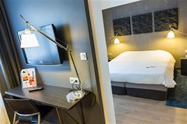 93826_002_Guestroom