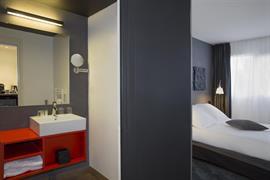 93826_005_Guestroom