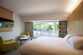 93820_004_Guestroom