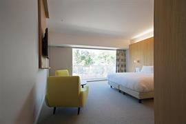 93820_006_Guestroom