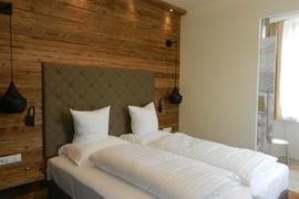 89115_001_Guestroom