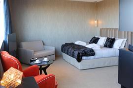 93799_002_Guestroom