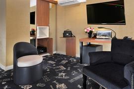 93819_002_Guestroom