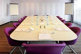 93765_006_Meetingroom
