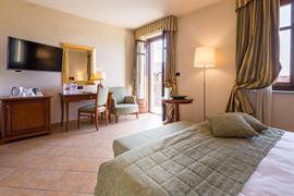 98354_002_Guestroom