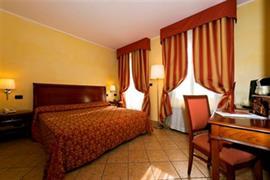 98354_006_Guestroom