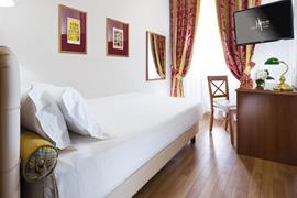 98349_007_Guestroom